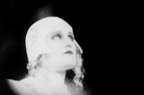 http://dinca.org/wp-content/uploads/2010/02/guy-maddin-the-heart-of-the-world-475x314.jpg